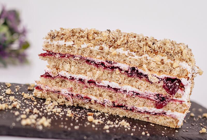 Орехова торта с касис от Marmalad World